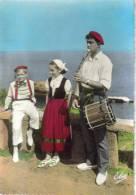 2 CPSM FOLKLORE BASQUE DANSES - Groupe Cheliz Tarak De Biarritz, Begiraleak De Saint Jean De Luz - Costumes