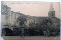 04 : Les Mées - Place De La République - Animée Café De France - Etat Médiocre: Tache, Petite Déchirure, Angle Détérioré - France