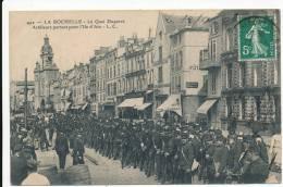 LA ROCHELLE - Artilleurs Partant Pour L'Ile D'Aix - La Rochelle