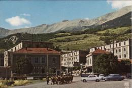 1206 Barcelonnette Les Casernes Du 11 E Bataillon De Chasseurs Alpins Troupe De Soldats  Rentrant à La Caserne - Barcelonnette