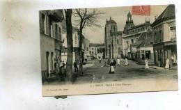Dreux  28   Eglise Et Caisse D'Epargne Et La Rue  Tres Animée_Café-Tabac -Boucherie Et Bazar Pli Lege 1 Coin - Dreux