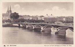 France Bayonne Vue sur le Pont St Esprit et l'Hotel de Ville