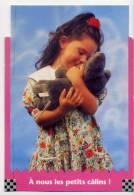 """Fillette(jolie Robe Fleurie)et Son Ours En Peluche--""""A Nous Les Petits Câlins"""",cpm Un De Plus  éd City Card--belle Carte - Jeux Et Jouets"""