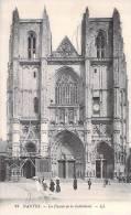 NANTES. Façade De La Cathédrale.(animée) (pli Cf Scan) - Nantes