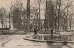 Cpa 18 BOURGES Les Jardins De L'Archevêché , Animée , Dos Vierge - Bourges
