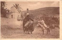 Galanteries Arabes Dans L'Oued à Bou-Saada - Algérie