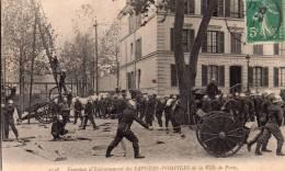 Cpa  75 Pompiers De Paris, Exercices Entrainement,attaque Du Feu - Artisanry In Paris