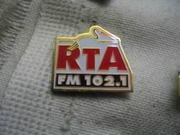 Pin's RTA, Radio Télé Alsace   102,1FM - Médias