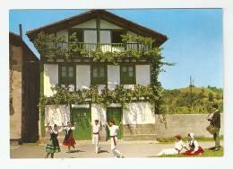 CPSM : Pays Basque : Folflore Vasco : Danseurs + Musicien Devant Une Maison - Danses