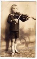 PHOTOGRAPHS CHILDREN A VIOLINE PLAYER FOLDED CORNER OLD POSTCARD - Photographs