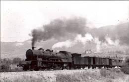 74 *  BONNEVILLE    Lot De Deux Photos De Trains En 1950 - Bonneville