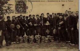 """Repro C.P. Anciennes """"cartes D´autrefois;distribution De Pain  Et Tab -Camp De Sissonne ,distribution De Pain  Et Tabac- - Cigares - Accessoires"""