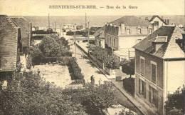 14 - CPA Bernières Sur Mer - Rue De La Mer - France