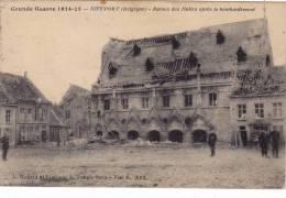 NIEUPORT   2 CARTES 1914-18  Ruines Des Halles Aprés Le Bombardement Et L'Hotel De Ville - Nieuwpoort
