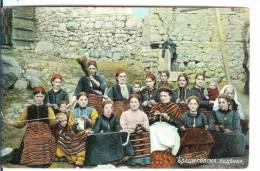 Bulgarie- BratsigovoGroupe De 14 Femmes Filant Et 5 Enfants -Superbe-cachet Dos Un Rond Et Un N° - Bulgarie