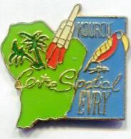 PIN´S KOUROU CENTRE SPATIAL FUSEE GUYANE  EVRY  /B/ - Villes