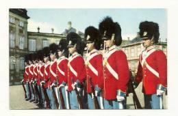 Cp, Militaria, Copenhague (Danemark) - Relève Del A Garde Royale Du Corps Amalienborg, écrite 1960 - Régiments