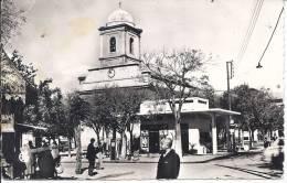 --LA PLACE DE L'EGLISE -- ANIMATIONS -- 1953 -- CARTE PHOTO -- - Batna