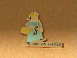 PINS GEANT VAL EN LIESSE VALENCIENNES (59) - Villes