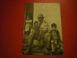 Amérique Latine, Papa Et Ses 3 Enfants - Cartes Postales