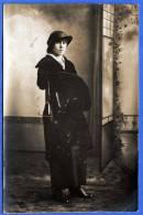 HÜBSCHE JUNGE FRAU MIT HUT, Fotokarte, 1900-1920 - Berühmt Frauen
