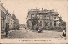 BERGUES  RUE DU GOUVERNEMENT  HOTEL DE VILLE CPA ANIMEE - Bergues