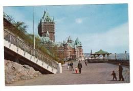 Québec P.Q. Qué. - Château Frontenac - Terrace Dufferin Terasse - Plaines D'Abraham - État TB - Animée - Québec - Château Frontenac