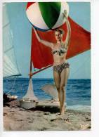 Ref 108   :  CPSM PIN UP Avec Un Ballon Vers 1965 - Pin-Ups
