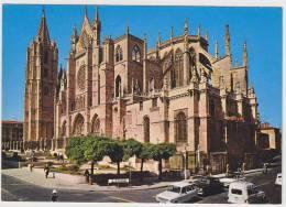 Leon - Catedral: RENAULT 6 & 4-COMBI, SEAT 1400, SIMCA 1100  - Streetscene - Auto/Car - Spain - Passenger Cars
