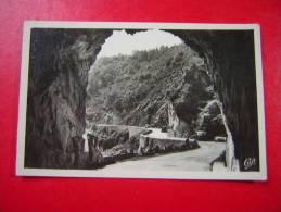 CPSM PHOTO  63  CHOUVIGNY  LE TUNNEL    NON VOYAGEE  CACHET VIADUC DES FADES  P D D HOTEL DU VIADUC - Non Classés
