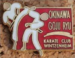 OKINAWA GOJU RYU - KARATE CLUB - WINTZENHEIM SCHWEIZ - SUISSE     -      (ROUGE) - Badges
