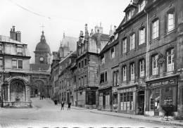 CPSM (25) BESANCON-LES-BAINS, Fontaine Saint-Quentin, Porte Noire Et Maison Victor Hugo, Jamais Voyagée - Besancon