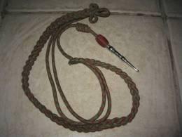 Fourragère Fantaisie Aux Couleurs De La Croix De Guerre 14-18, Arme Blanche, Avec Olive - Equipement