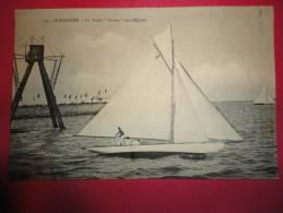 """Cpa 44 - SAINT NAZAIRE - Le Yacht  """"Yvonne"""" Aux Regates - Saint Nazaire"""