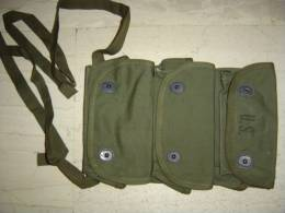 US ARMY ORIGINAL WWII TRIPPLE POUCH FOR GRENADE MINT CONDITION Date 1945 - 1939-45