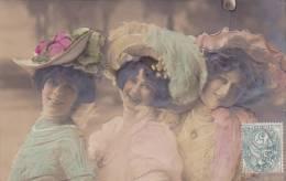 21548 ; Trio Femmes Femme Chapeau . En Relief ; 1906 -mode . DRMA Photographie 3592 FM Cologne Koln - Femmes