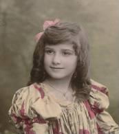 ENFANTS - LITTLE GIRL - MÄDCHEN - Jolie Carte Fantaisie Portrait Fillette Et Corbeille De Fleurs - Portraits