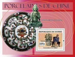 gu0760b Guinea 2007 ART Chinese Porcelains s/s Seated bodhisatva, Yuan dynasty Flower