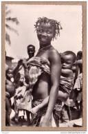 L´AFRIQUE NOIRE - CPSM - ETHNIQUE - 1362 - Jeume Femme Africaine Et Son Bébé - éditeur HOA-QUI - Postcards
