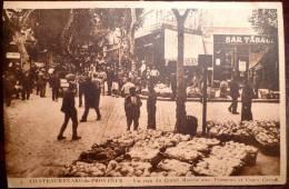 13 : Chateaurenard-de-Provence : Un Coin Du Grand Marché Aux Primeurs Et Cours Carnot - Animée - Bar Tabac - Chateaurenard