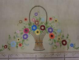 Garniture De Cheminee Panier De Fleurs Brode Sur Toile De Jute  1.42 M X49cm- - Draps/Couvre-lits