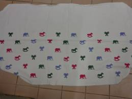 Garniture De Cheminee Ou Autre Sur Toile Aida-broderie Point De Croix-elephant-noeud-chev L Bascule 170 Cmx80 Cm Env. - Draps/Couvre-lits