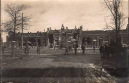 Cambrai Carte-photo De La Gare Annexe En Ruines Pendant 1ère Guerre Mondiale Animée - Cambrai