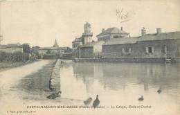 65-96   CPA CASTELNAU RIVIERE BASSE  la galope ecole et clocher   belle carte