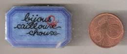 Broche Badge  Graveur  Michel Lebrun  Bijous Genoux Choux - Pin's