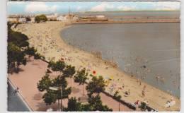 SAINT NAZAIRE - N° 2635 - CAPITALE DE LA CONSTRUCTION NAVALE - LA PLAGE TRES ANIMEE - CARTE ABIMEE - Saint Nazaire