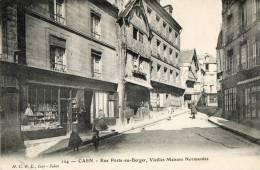 CAEN (14) Rue Porte Au Berger Commerces Animation - Caen