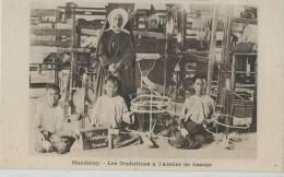 KKS 293- / C P A   -  ASIE-    MANDALAY -  LES  ORPHELINES A L'ATELIER DE TISSAGE - Postcards
