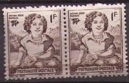 France - Paire Mutualité Postale ** Timbre De Gauche Avec Un Petit Bout De Papier Collé (pv1) - Erinnophilie