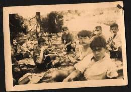 Photo Groupe De Scouts - Déjeuner Dans La Forêt 1930 Dans Les Landes - Scoutisme - Scouting